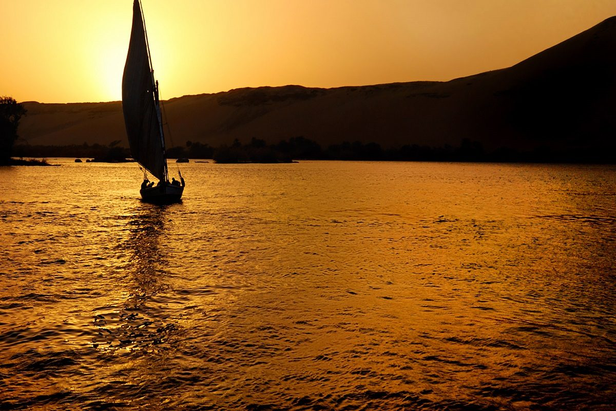 Egypt-Felucca-Nile-Sunset-IS-6897322-Md-RGBfeature10