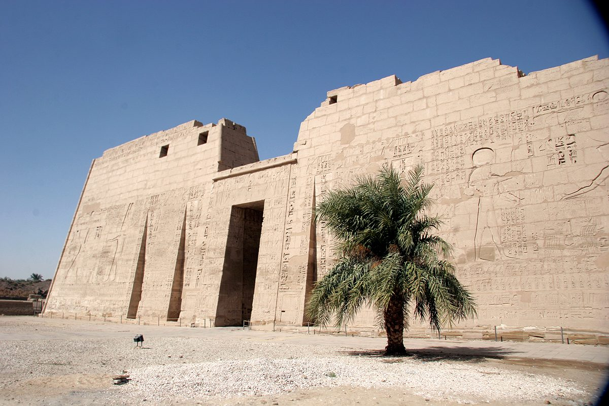 Mortuary_temple_of_Ramesses_III